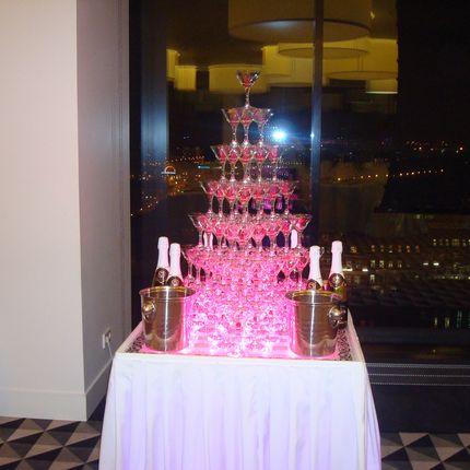 Пирамида шампанского из 84 бокалов