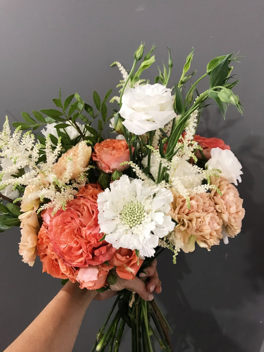Букет невесты из анемон, роз