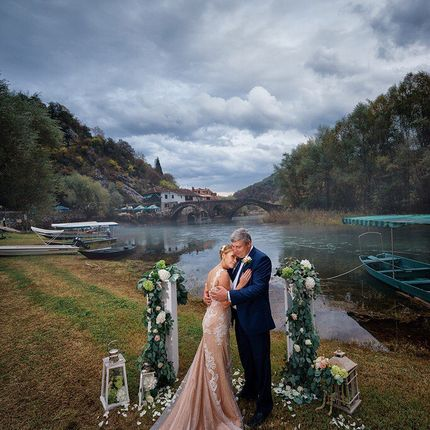 Организация свадьбы в Черногории, до 4 человек - пакет «Янтарный»