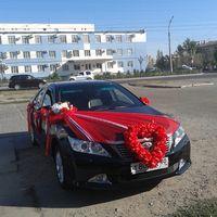 Оформление машины в красном цвете.