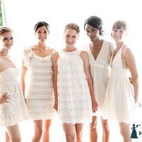 Подружки невесты в кружевных платьях