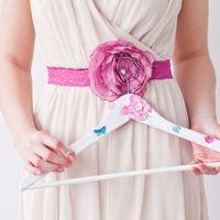 Вешалка для одежды и кружевной пояс с цветком (в комплекте и без)