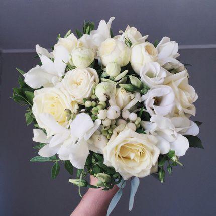 Букет невесты с розами белого цвета