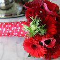 Красный букет из анемонов, гербер и роз номер 9