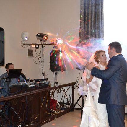 Свадебный музыкант, вокалист, ди-джей и звукооператор