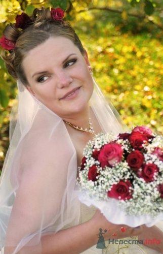 Прическа из коротких волос с красными розами - фото 1055 Визажист-стилист свадебного образа Лариса Костина