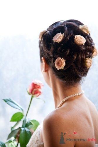 Свадебная прическа с кустовыми розами