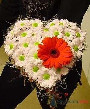 Свадебный букет в форме сердца - фото 13740 Визажист-стилист свадебного образа Лариса Костина