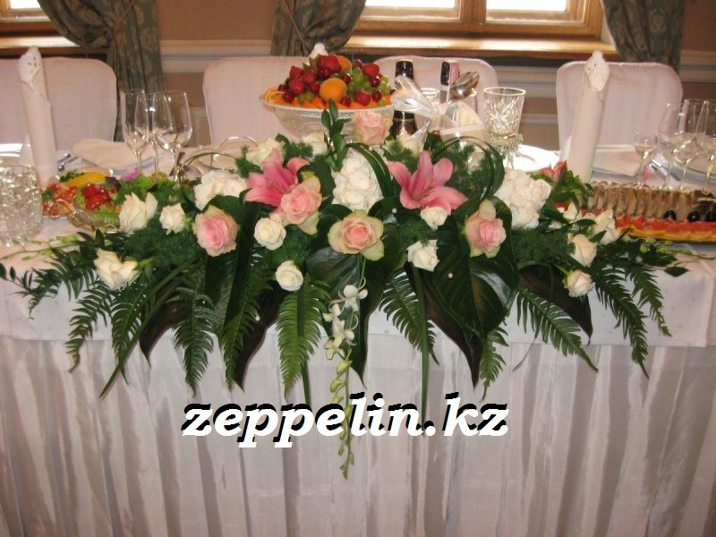 Оформление стола живыми цветами - фото 513789 Корпорация праздников - студия оформления