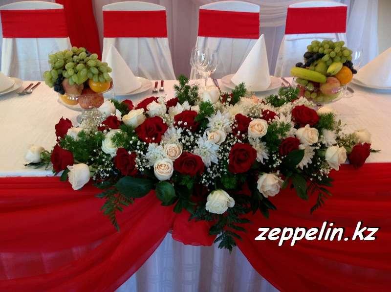 букет из живых роз красного и белого цвета - фото 1869885 Корпорация праздников - студия оформления