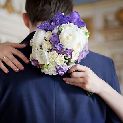 Букет невесты в бело-лавандовом цвете