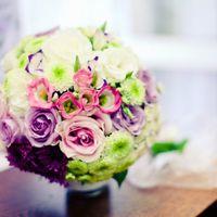 Букет невесты в розовых, сиреневых и белых тонах из эустом, роз, астр и танацетумов