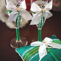 Бокалы и подушечка для колец в зелёно-бирюзовых тонах