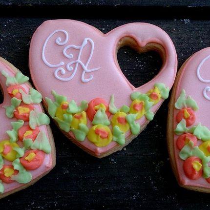 Свадебное печенье-сердечки ручной работы