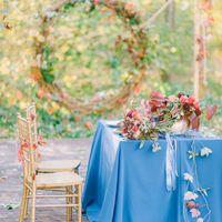 Свадебная фотозона для осенней свадьбы, стол молодоженов