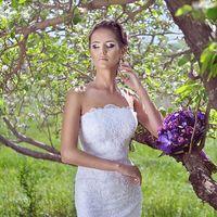 весення невеста в цветущих садах