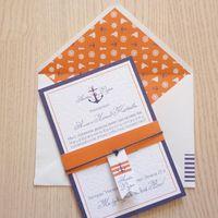Пригласительное можно приобрести как с конвертом,так и без. И цвет и элементы дизайна можно менять