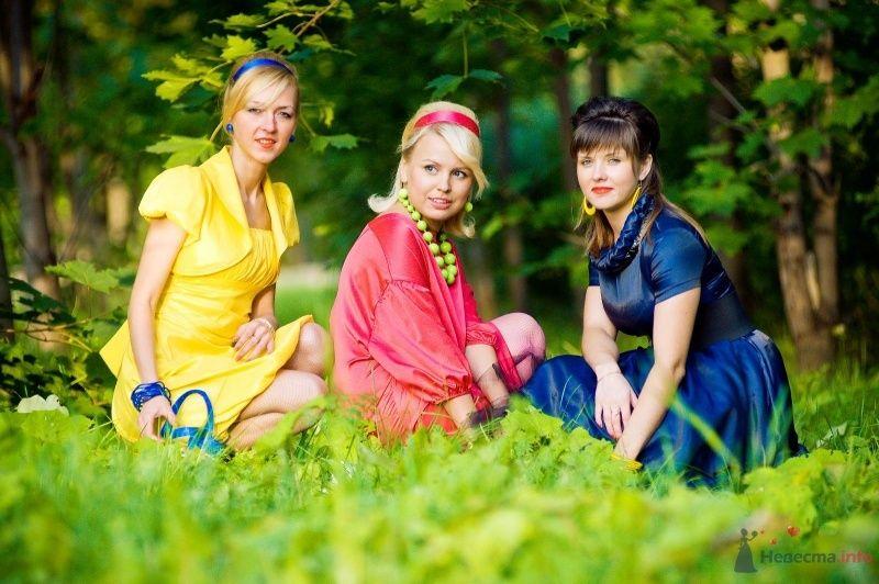 Подружки невесты - желтый, синий и красный