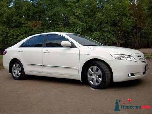Белый Toyota Camry - фото 318578  Avtosvadba - аренда автомобиля с водителем