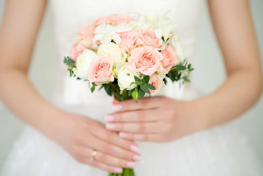 Букет невесты из белых орхидей, белых и розовых роз - фото 1066293 Фотограф Катя Фирсова