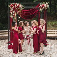 Любовь и лофт как вино (марсала, лампочки, стулья кьявари, невеста, подружки невесты)