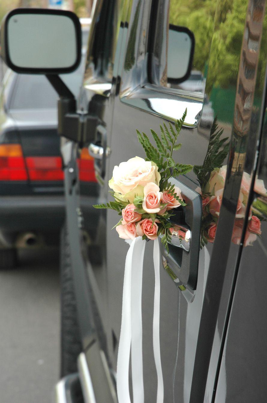 Украшения на ручки машин для свадебного кортежа