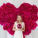 Сердце из больших бумажных цветов
