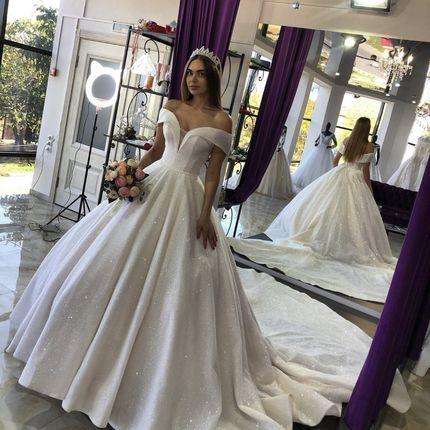 Платье блестящее со шлейфом