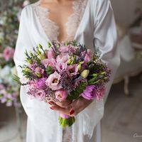 Букет невесты из лизиантуса, тюльпанов двух видов, лаванды, лимониума и эвкалипта  Флорист Рина Озерова Фотограф Кристина Федорова