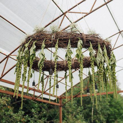 Аренда люстры плетеной