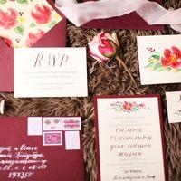 Элегантный, романтичный комплект в насыщенной бордовой гамме. Конверты и приглашения ручной работы из дизайнерской бумаги  Фото Анна Макарова