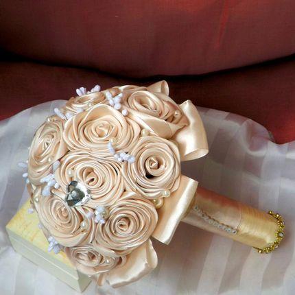 Букет невесты в кремовом цвете