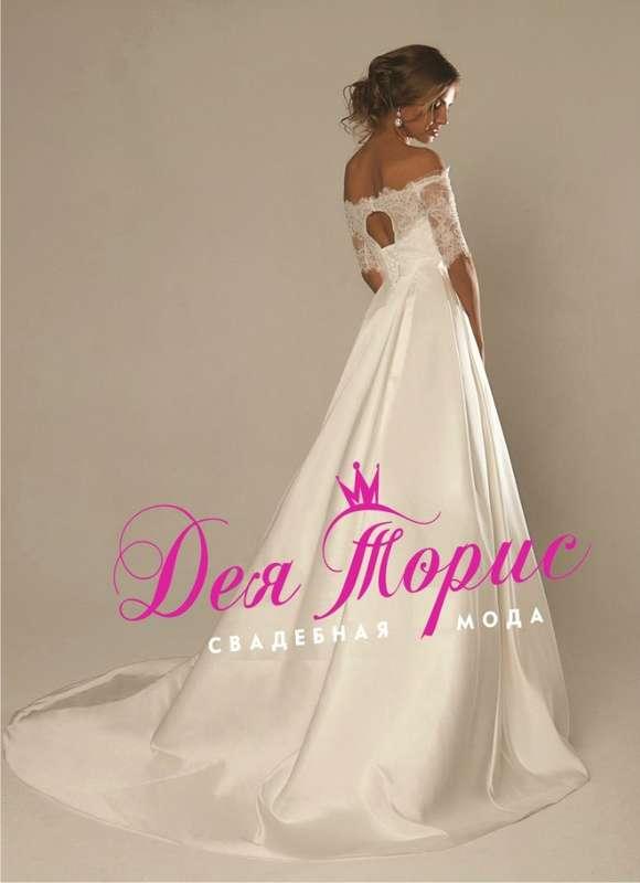 Глесс Свадебное платье с кружевными рукавами и атласной юбкой. На талии атласный пояс декорированный объемной аппликацией из страз и камней. На спинке вырез в форме круга. В этом платье вы будете самой красивой невестой! - фото 5970694 Дея Торис - свадебный салон