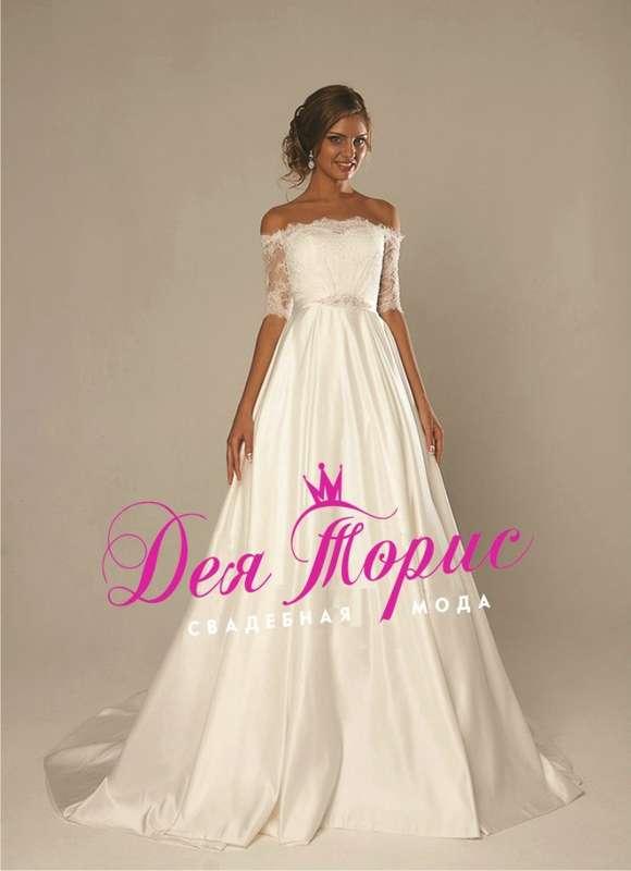 Глесс Свадебное платье с кружевными рукавами и атласной юбкой. На талии атласный пояс декорированный объемной аппликацией из страз и камней. На спинке вырез в форме круга. В этом платье вы будете самой красивой невестой! - фото 5970696 Дея Торис - свадебный салон