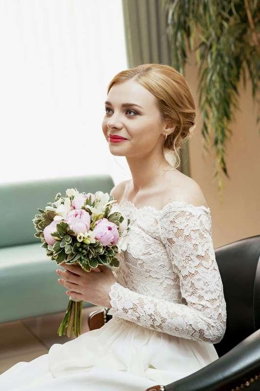 яркие губы в образе невесты - фото 16960698 Стилист-визажист Крашенинникова Елена