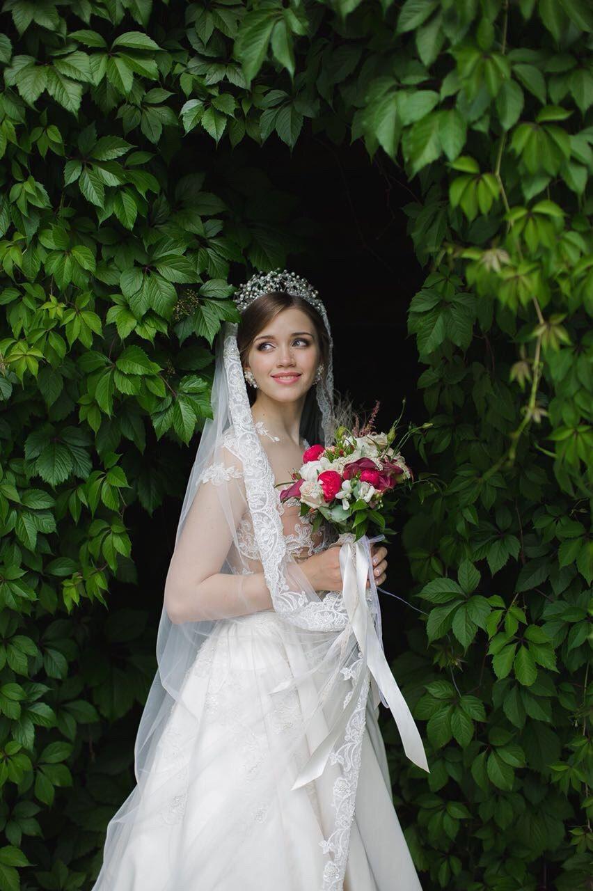 нежный образ с короной и длинной фатой - фото 16960702 Стилист-визажист Крашенинникова Елена
