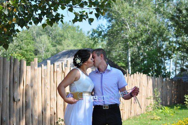 аксессуар с датой свадьбы делала сама, но идея с интернета