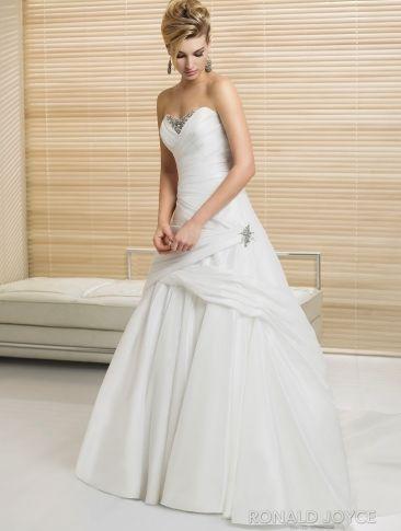 Свадебное платье бренда Ronald Joyce