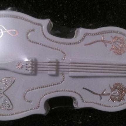 Скрипка. Сами шоколадки в форме скрипки