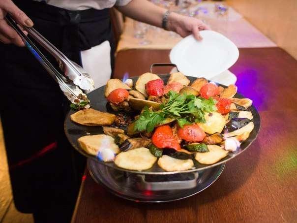 """В ресторане можно попробовать уникальные блюда европейской и восточной кухне. Есть блюда, которые готовятся только в """"Merlot"""" из всех тюменских ресторанов - фото 4237541 Ресторан Merlot"""