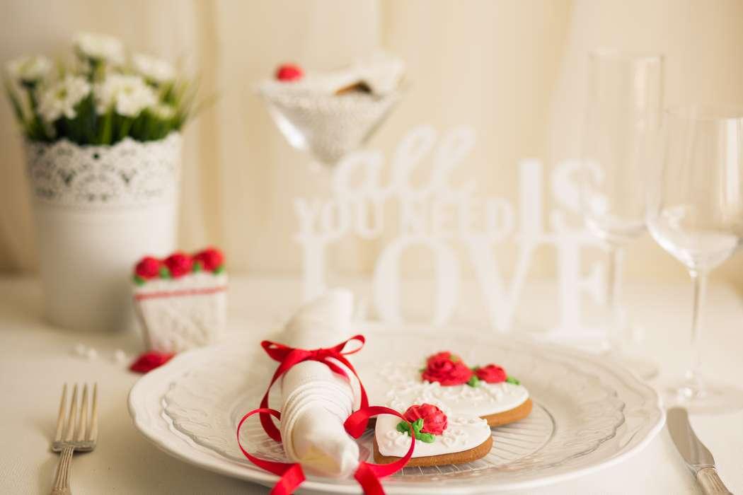 Пряники для красно-белой свадьбы - фото 4262013 Cookie craft - пряники и тортики ручной работы