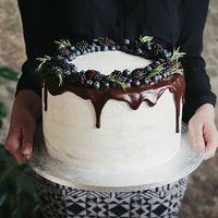 Торт с голубикой и шоколадом. Для свадьбы в синих тонах