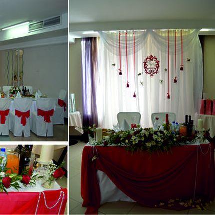Оформление свадьбы в бело-красном цвете