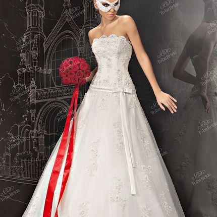 Кружевное платье А-силуэта