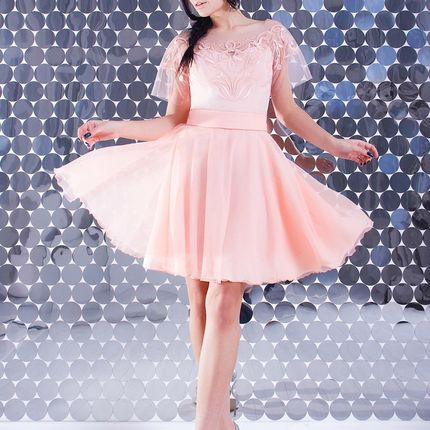 Платье персиковое с вышивкой по сетке