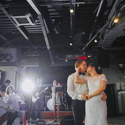 Репетиция свадебного танца с хореографом