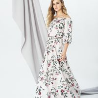 Модель EMSE 0282 Вечернее платье А-силуэта, отрезное по линии талии, присборено на резинку, с напуском над линией талии, длиной в пол.   Вырез горловины расширенный, с открытой линией плеч, горловина собрана на резинку.  Рукав покроя реглан, широкий, собр