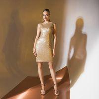 Цена 125,00. Модель EMSE 0325 Коктейльное платье прилегающего силуэта длиной выше уровня колена. Горловина переда и спинки  формы «лодочка». По среднему шву спинки - застёжка на потайную тесьму «молния», снизу разрез. Изделие на подкладке. Основная ткань: