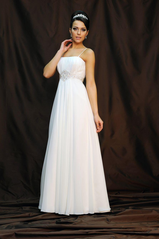"""Невеста в прямом платье белого цвета  в греческом стиле с лифом с драпировкой на тонких бретелях - фото 2083590 Свадебный салон """"Ода"""""""