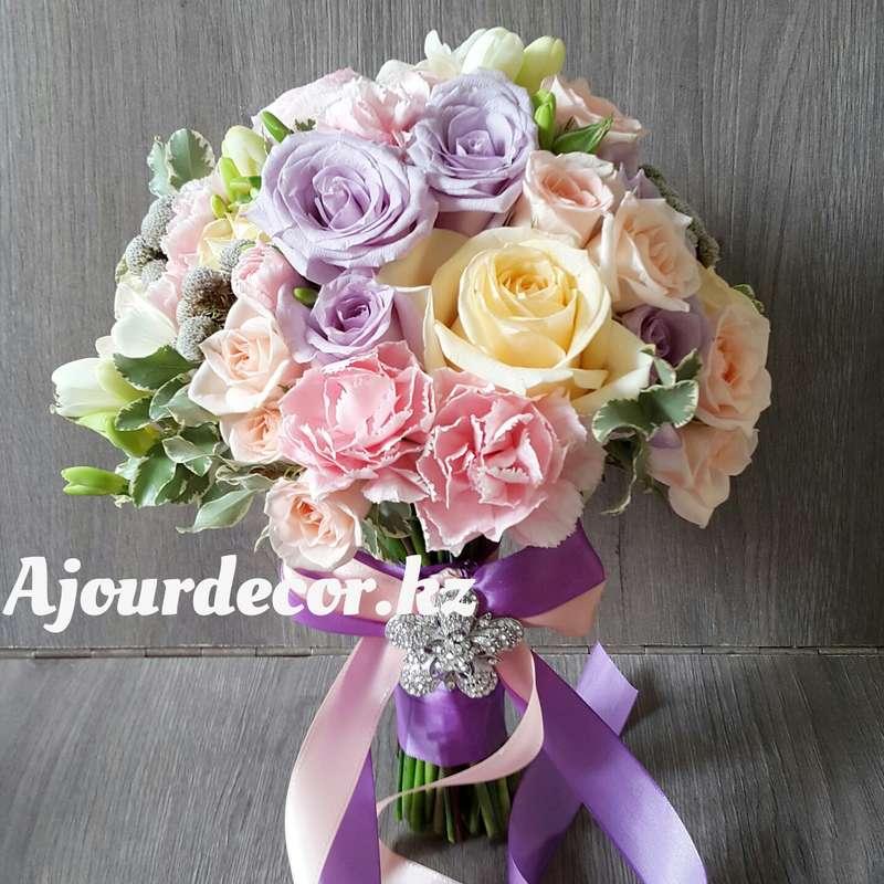 Букет невесты в сиренево-персиковой гамме. Розы, гвоздика, бруния, фрезия - фото 5120551 Ajour Decor - Студия свадебного оформления